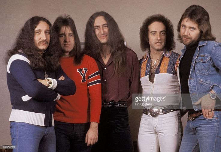Photo of John LAWTON and Ken HENSLEY and Trevor BOLDER and Mick BOX and URIAH HEEP and Lee KERSLAKE; Posed group portrait L-R Mick Box, Trevor Bolder, Ken Hensley, John Lawton and Lee Kerslake