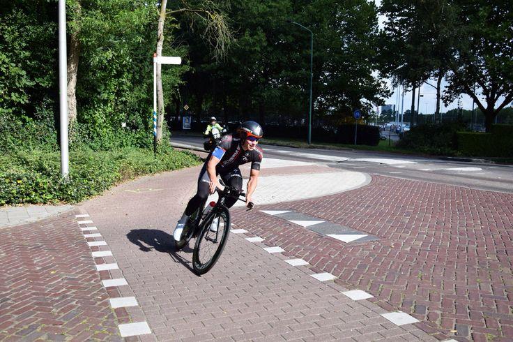 Op 18 september trok de Red Bull Kop Over Kop Race o.a. door Etten-Leur. Het is een ploegentijdrit. Teams van 5 personen fietsen 100 km over een parcours door West-Brabant en België. Per team begint één renner en telkens na een aantal kilometer sluit een teamgenoot aan. Uiteindelijk finisht elk team met vijf renners.