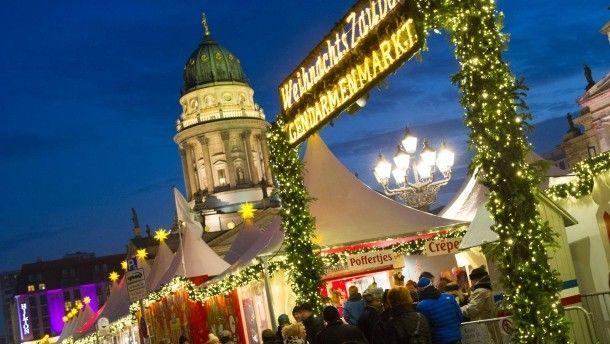 """Am Gendarmenmarkt in Berlin gibt es sie noch, Komposita mit dem Wort """"Weihnacht-"""". Anderswo heißt der """"Weihnachtsmarkt"""" jetzt """"Winterfest""""."""