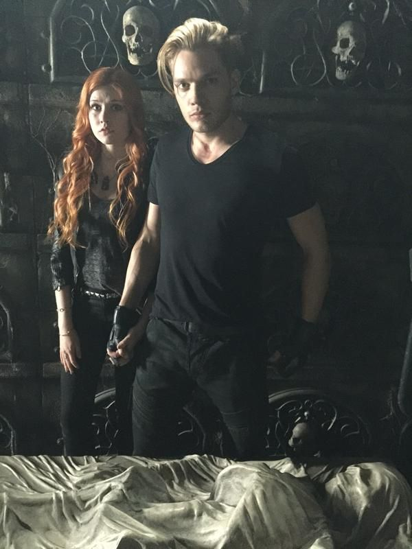 Things getting dark for Clace? Clary (Katherine McNamara) and Jace (Dominic Sherwood) - look hands **