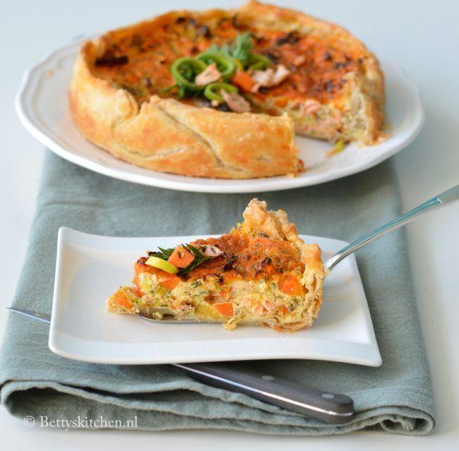 Zet eens wat vaker vis op het menu en maak deze hartige quiche met zalm en prei uit de oven. Een lekker en gezond recept met vis en groente.
