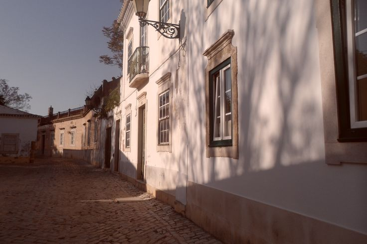 Vila adentro, Faro