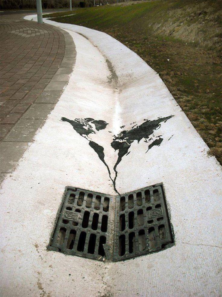 Ne jetons pas notre Terre dans les égouts ! / Santander. / Espagne. / Spain. By Pejac. #FredericCla