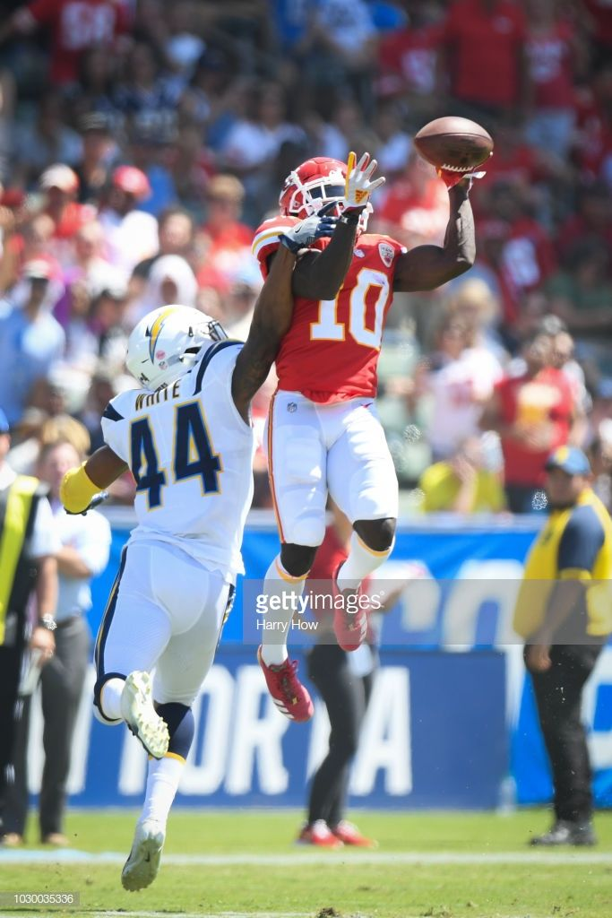 Wide Receiver Tyreek Hill 10 Of The Kansas City Chiefs Makes A Catch In Front Of Linebacker Kansas City Chiefs Logo Kansas City Chiefs Nfl Kansas City Chiefs