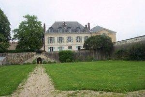 """La maison de La Quintinie, au Potager., juste à côté de """"Grille du Roy"""".. - La Quintinie meurt le 11 novembre 1688 dans la maison que le roi avait fait construite pour lui, près du potager de Versailles. Louis XIV confia à sa veuve: """" Madame, nous avons fait une grande perte que nous ne pourrons jamais réparer"""".."""
