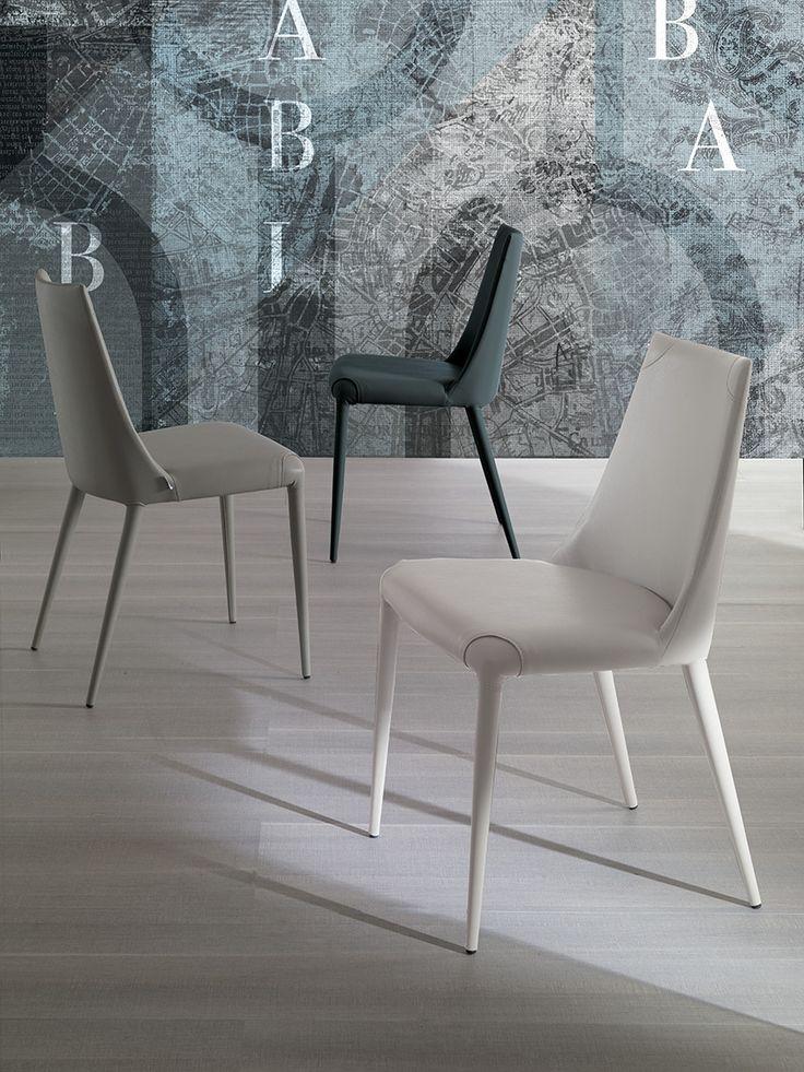 Easyline Collezione 2015 Da oggi online la sedia #Aperol! Anima in metallo e rivestimento in morbida eco pelle, cuciture in tinta. Scopri la nuova finitura in eco pelle NABUK bianco e grigio.  LINK--> http://arredok.com/sedia-ecopelle-aperol-easyline-5689.html