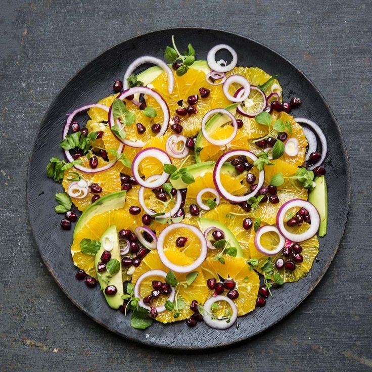 Appelsinsalat med granateplekjerner og urter
