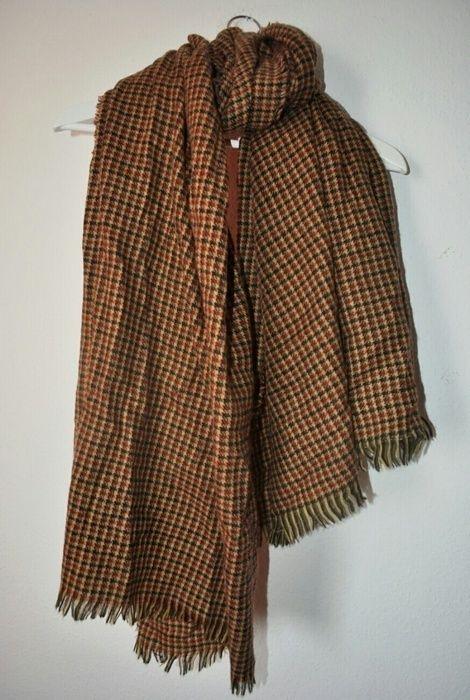 Ich verkaufe diesen schönen Schal von zara. Wurde lediglich einmal getragen. Befindet sich einen sehr guten Zustand und is...
