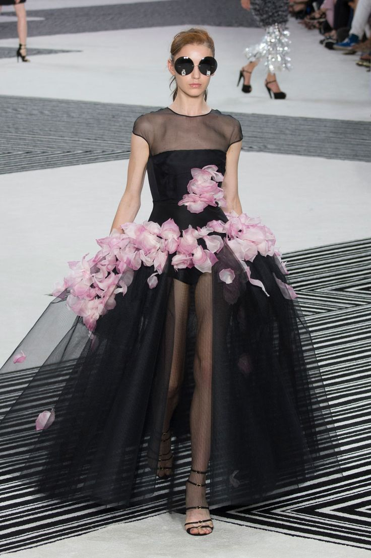 GIAMBATTISTA VALLIThe Best Gowns From Paris Couture Week  - ELLE.com