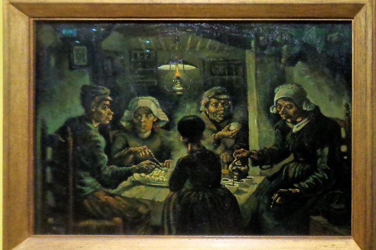 Dit werk uit 1885 is een samenvatting van Van Goghs verblijf bij zijn ouders in Nuenen: Boeren die de vruchten van hun werk aan het einde van de dag opeten. Van Gogh maakte een grote hoeveelheid voorbereidende studies in de hut van het boerengezin dat we hier aan de maaltijd zien. Het uiteindelijke schilderij maakte hij in zijn atelier in de achtertuin van de pastorie. De koppen gaf hij 'zoowat de kleur van een goed stoffigen aardappel, ongeschild natuurlijk'. Hij was tevreden met het…