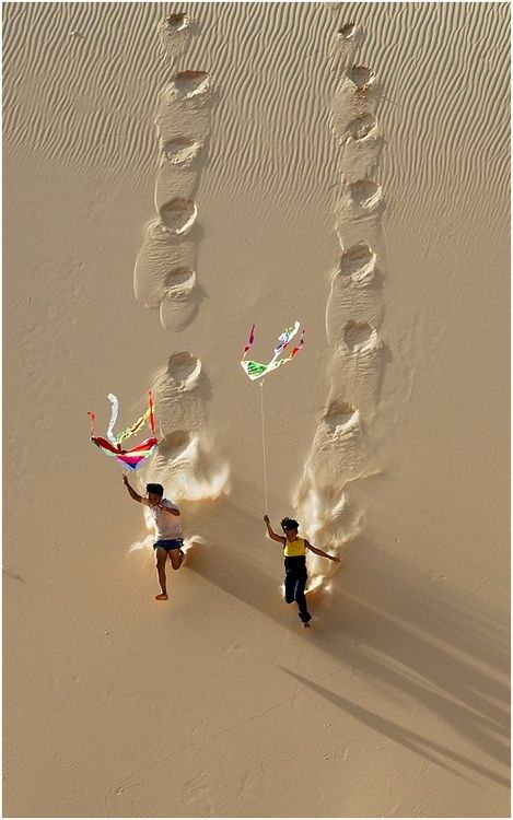 .: At The Beaches, Photos, Happy Friday, Happy Sunday, Sands Plays, Vietnam, Runners, Kites, Kid