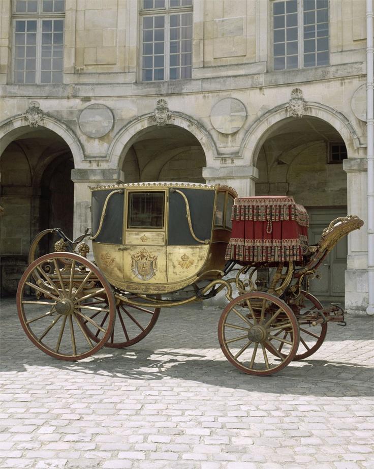 Berline utilisée en 1810 pour le mariage de Napoléon et Marie-Louise d'Auriche - Fille aînée de l'empereur François Ier d'Autriche, Marie-Louise est donnée en mariage en 1810 à l'empereur des Français et roi d'Italie Napoléon Ier pour sceller le traité de Schönbrunn entre la France et l'Autriche, après la défaite de celle-ci lors de la bataille de Wagram en 1809.
