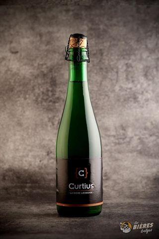 Curtius est une bière blonde brassée à partir de produits de première qualité, au goût léger et aux saveurs rafraichissantes. <br />Température idéale de dégustation : 6 - 8°C