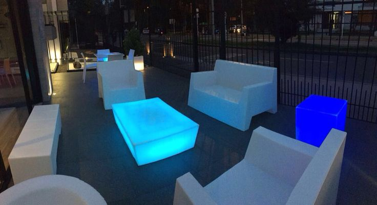ANGOLO Chairs and coffee table lighting in perfect blue