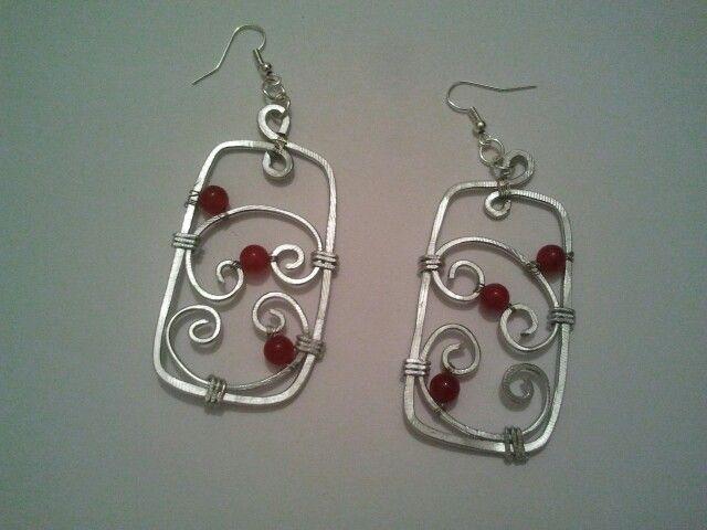 orecchini alluminio e perle vetro rosse