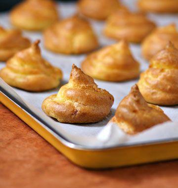 POMMES DAUPHINES AU FOUR (Pour 20 pièces : 500 g de pommes de terre à chair farineuse, type Bintje, Caesar, Manon, Marabel, Vitelotte) (PATE A CHOUX : gros sel, 80 g de beurre, 125 g de farine, 4 oeufs, 25 cl d'eau, 1 pincée de sel fin)