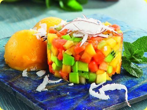 Tartare esotica con sorbetto al mango, menta, lime e scaglie di cocco.