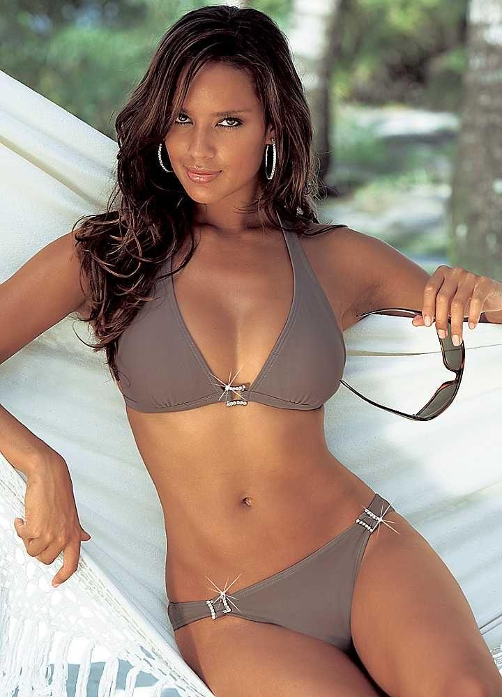 Brown sista in bikini