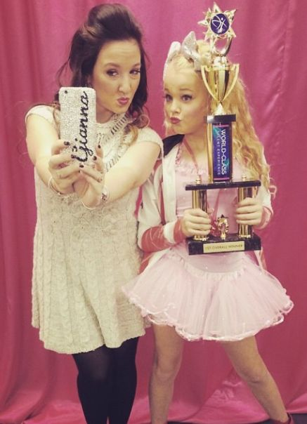 [S5E12] Jojo Siwa with Gia Martello in the dressing room after the awards ceremony.