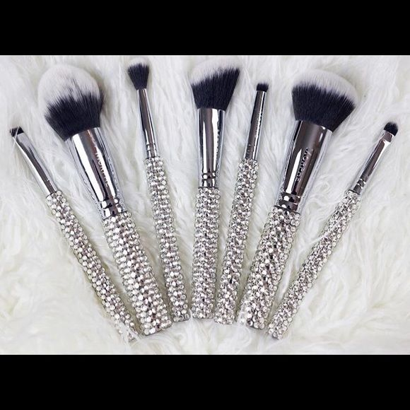 "Limited Edition SOLD OUT Morphe ""That Bling Set"" BRAND NEW Morphe 7 pc brush set. Limited edition! This is SOLD OUT. Will ship the same day. Morphe Makeup Brushes & Tools"