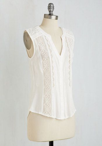 A last minute brunch invitation has you turning to this crocheted panel top for panache in a flash! Buttoning into its classic silhouette, you have just enough time to marvel at its sensational stitched details before you're fresh out the door.