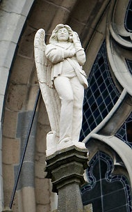 Ut Engelke ... Angel with iPhone outside St. John the Evangelist Cathedral in 's-Hertogenbosch