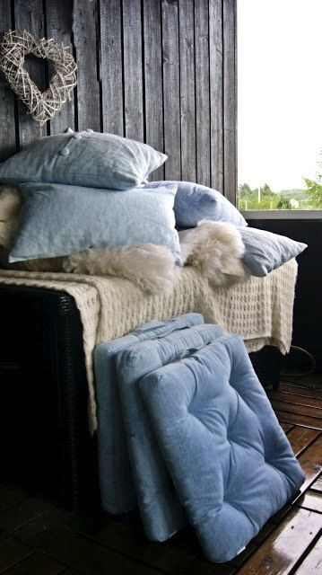 All the fluffy things and all the blue things please.