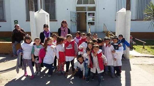 ALFABETIZACION Y SOLIDARIDAD EJES DE UN PROYECTO EDUCATIVO QUE LLENA EL CORAZON   Alfabetización y solidaridad ejes de un proyecto educativo que llena el corazón Enseñar y aprender teniendo en cuenta a los otros. Cómo enseñar a leer y escribir a un grupo de niños de seis años y a la vez trabajar valores como la solidaridad? Es posible. Un proyecto educativo realizado por docentes de Primerito de la Escuela Primaria N49 de Quequén está dando buenos resultados. La propuesta es la producción de…