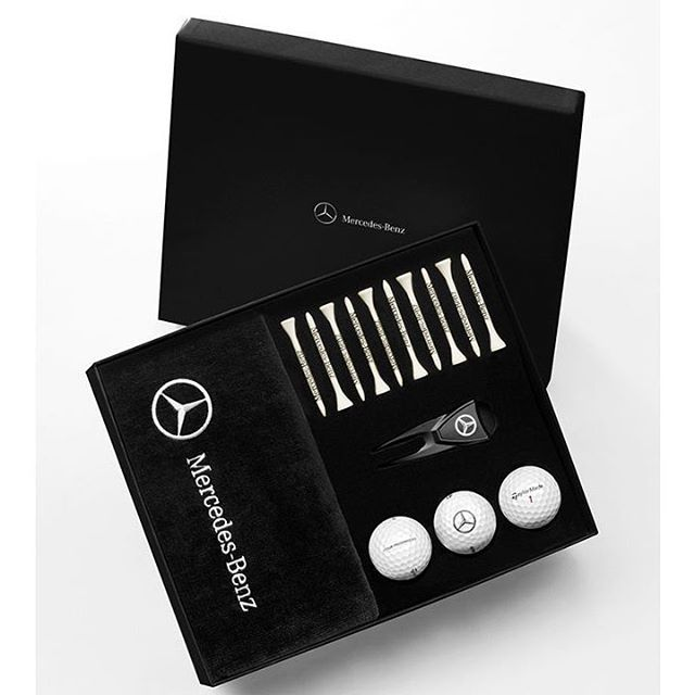 Este kit de golf de @mercedesbenzmx cuenta con 16 piezas en su interior promete ser el regalo ideal para los amantes de este deporte de precisión. En cada accesorio que incluye encontrarás la firma de Mercedes-Benz pues entre su contenido se encuentra una toalla especial en la que se bordó el logotipo de la marca 10 tees y un reparador de césped con marcador de pelota. #kit #golf #mercedesbenz #sport #deporte #lujo #luxury #bolasdegolf #tees  via ROBB REPORT MEXICO MAGAZINE OFFICIAL…