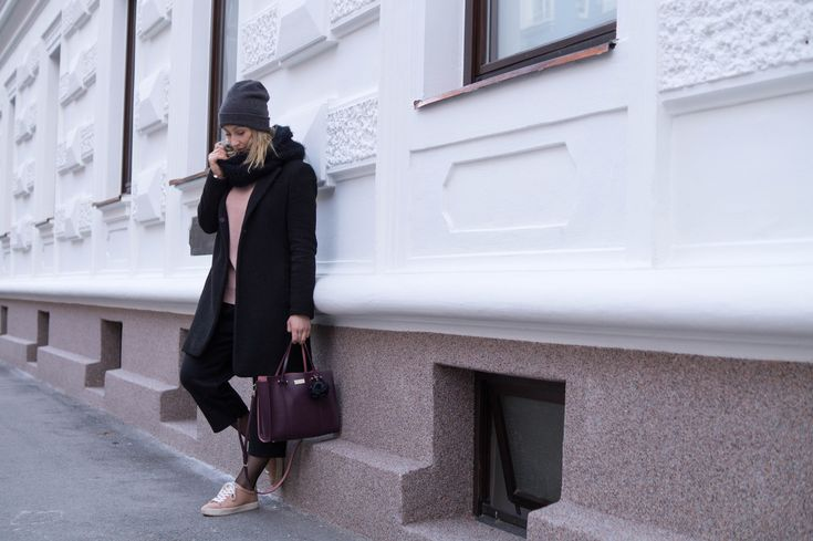 - PRIMETIME CHAOS - My favourite winter outfit at the moment - relaxed culottes paired with a blush knit and my Kate Spade bag. Can't go wrong with a black and blush outfit!