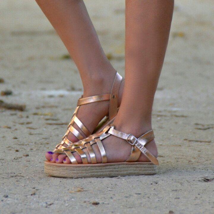 Acrobat gladietor in pink gold