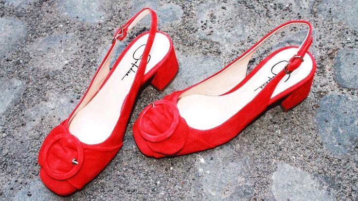 Una collezione di abiti e scarpe creata da madre e figlio con un nome univoco: SOLO DUE. Un brand che racconta esperienza, amore e tanto colore.
