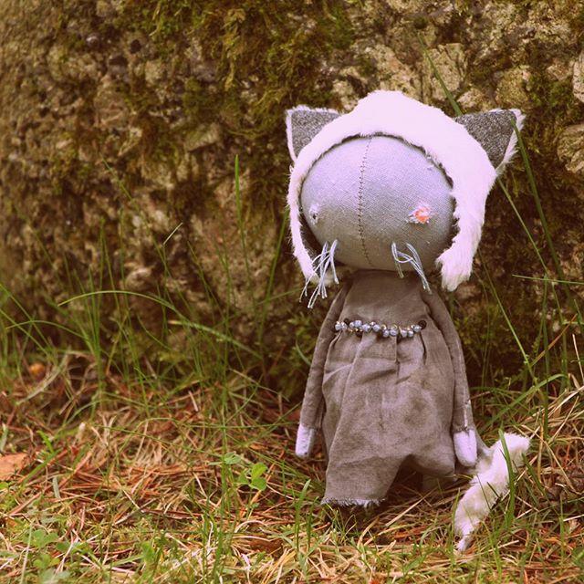 Говорят, кошек не любит только тот, кто еще не встретил свою кошку. Может, это ваша? Ищет уютное гнездо. 2500, почта включена, шапка снимается, хвост в наличии. ДОМ НАШЛА . #куклавподарок #кукларучнойработы #куклаизткани #авторскаякукла #чтоподарить #деньрождения #друг #семья #дети #подарок #праздник #кукланазаказ #куклакошка #котята #кошка #кот #любовь #продажа #продается #хендмейд #ручнаяработа #doll #dollmaker #cats #cat #naiveart #handmade #artdoll