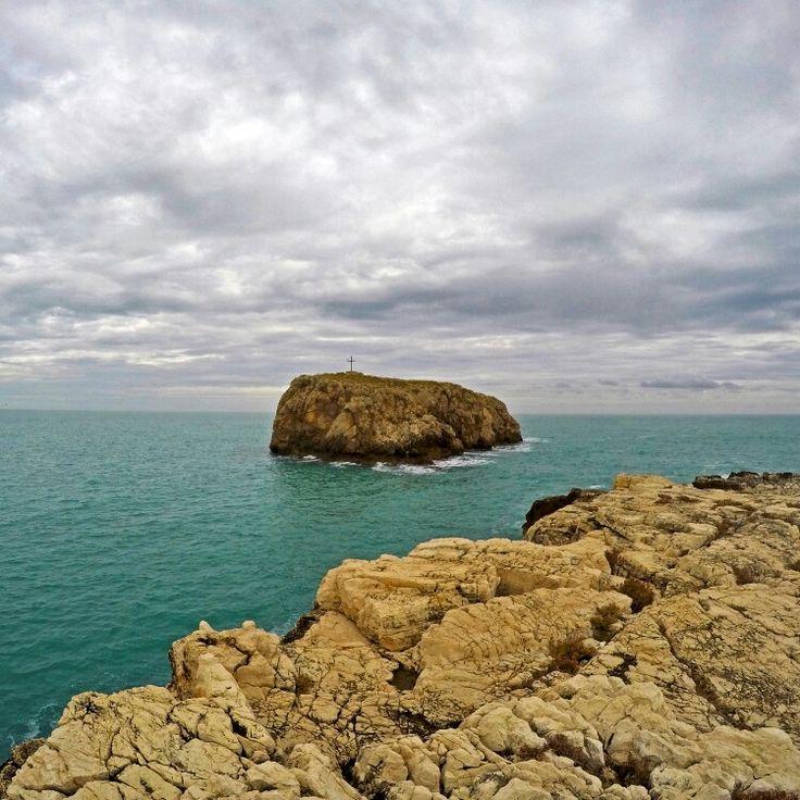 Hermit's rock, one of the symbols of Polignano a Mare and inspirer of many legends and anecdotes !!  Scoglio dell'Eremita, uno dei simboli di Polignano a Mare e ispiratore di numerose leggende e aneddoti!!  https://www.instagram.com/p/BP4-Cf7guta/  #polignanomadeinlove #polignanolovers #weareinpuglia #puglialways #inpuglia365 #polignanoamare #sea #seascape #sealovers #visitpuglia #visititalia
