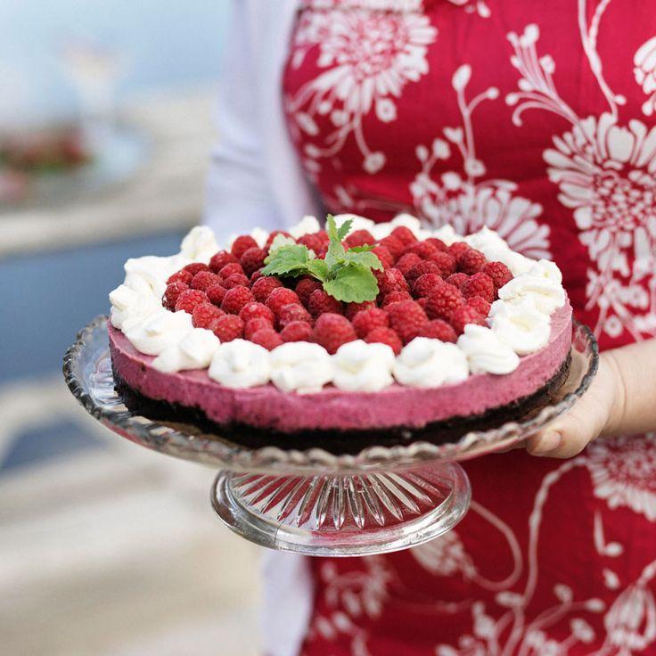 Piffig tårta med hallonmousse och chokladbotten