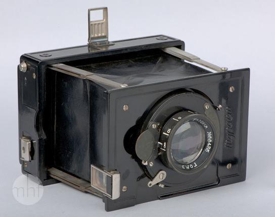 Aparat fotograficzny Turist; Wytwórnia sprzętu fotograficznego GOMZ - Gosudarstviennyi Optiko Mekhaniczeskii Zavod; Rosja - Petersburg; 1934-1938; Utwór w domenie publicznej