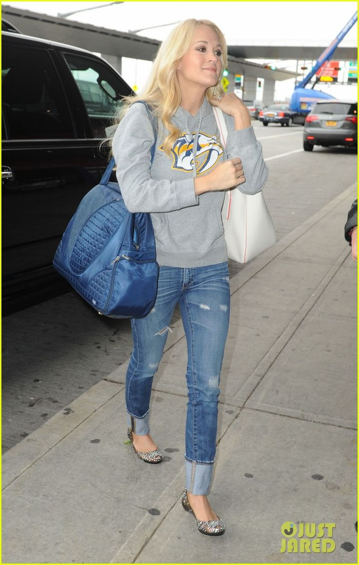 Carrie Underwood - airport style