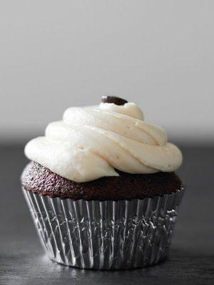 Cupcakes al cioccolato con glassa di crema irlandese