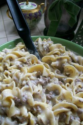 Everything in Moderation: FAST AND FURIOUS FRIDAY- Ground Beef Stroganoff just made this for dinner I would use a tad less garlic powder and a bit more pepper