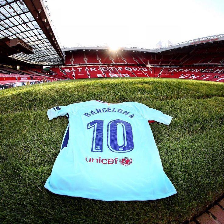 👏 #BarçaLegends ⚽️ MatchDay! 🆚 Man United Legends 📍Old Trafford ⏰ 4pm (CET) 📲 #LegendsAreBack
