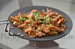 Tawa chicken, another famous dish from punjabi cuisine... boneless chicken chunks cooked in a beautiful blend of spices and pureed tomatoes....dry fenugreek is another important ingredient used...a very aromatic and scrumptious dish..best served with naans or parathas.