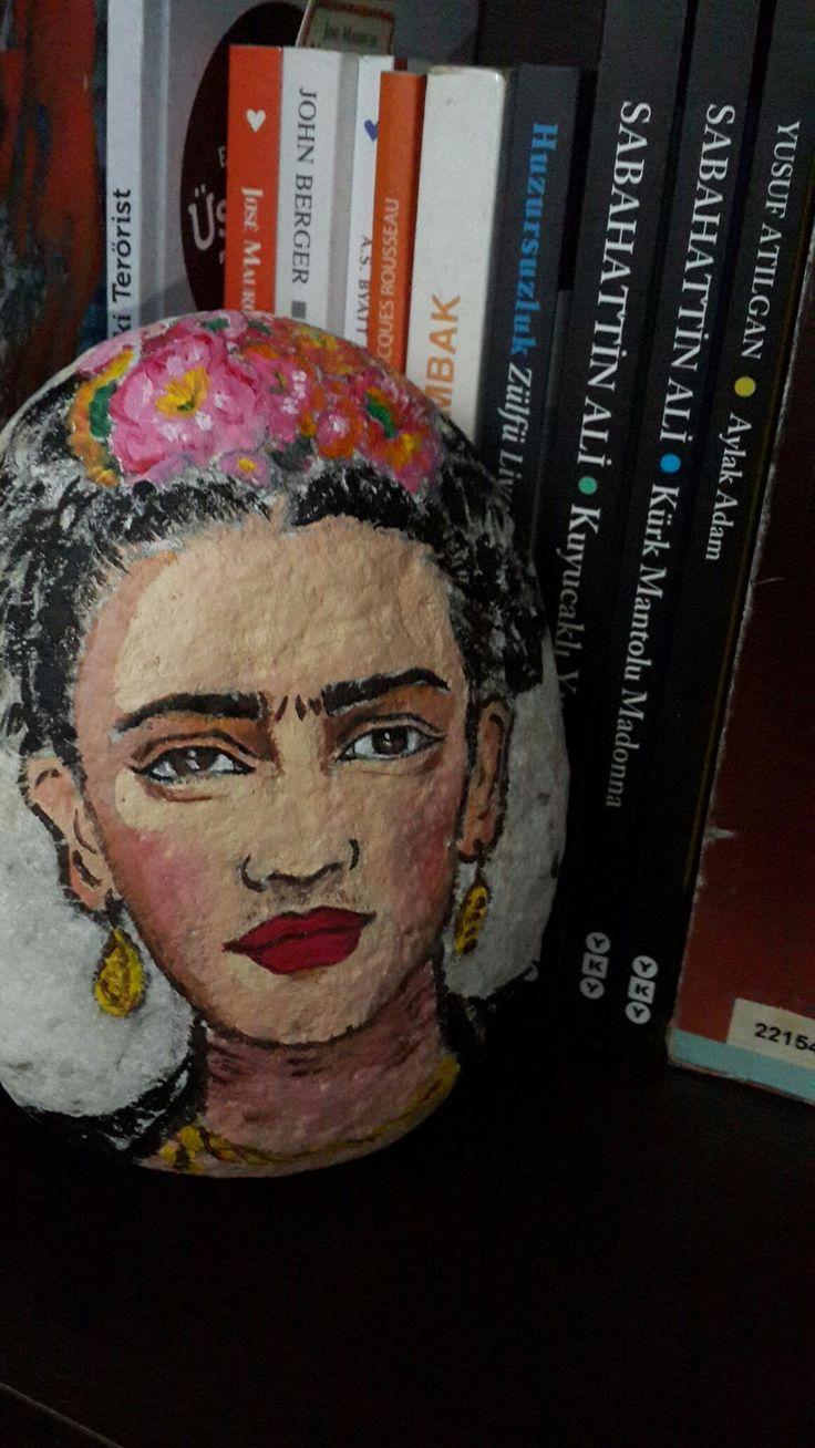 Frida Kahlo taş boyama
