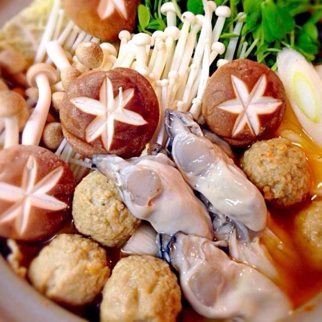 〆はご飯と溶き卵を入れて雑炊で食べるのごオススメ♪ - 17件のもぐもぐ - 牡蠣のキムチ鍋 by norimo