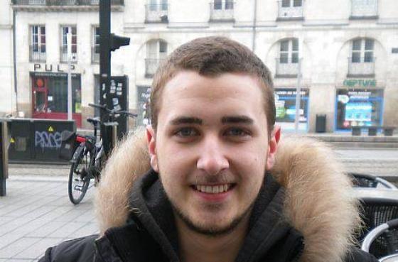 Des nantais se mobilisent contre l'extrême pauvreté Louis Scocard, 19 ans. Il passe son bac L en candidat libre et est bénévole à Radio Prun'. http://jactiv.ouest-france.fr/ils-sactivent/parcours-conseils-pratiques/initiatives/nantais-se-mobilisent-contre-lextreme-pauvrete-45529