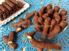 I togo fatti in casa sono dei fragranti biscotti di pasta frolla. Golosi bastoncini ricoperti di cioccolato al latte, fondente o bianco.