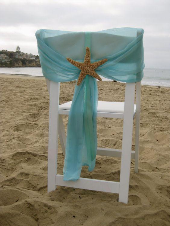 Como organizar bodas en la playa: Decoración de sillas en acqua, azul, raspberry o coral y puedes atarlo con un broche de estrella marina o un sand dollar! En Etsy. Son ideales para la silla de los novios, no?