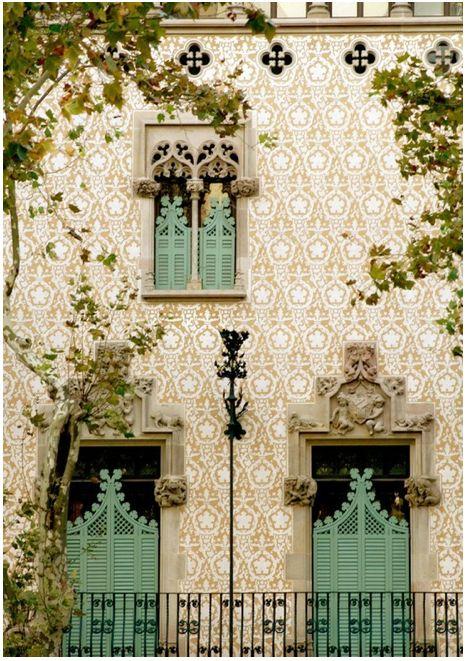 Barcelona, Spain @ http://une-deuxsenses.blogspot.com/2011/03/tailored-tuesday-travel_22.html
