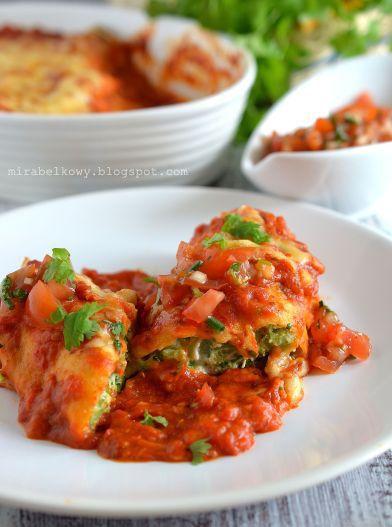 Enchilady brokułowe z sosem paprykowym