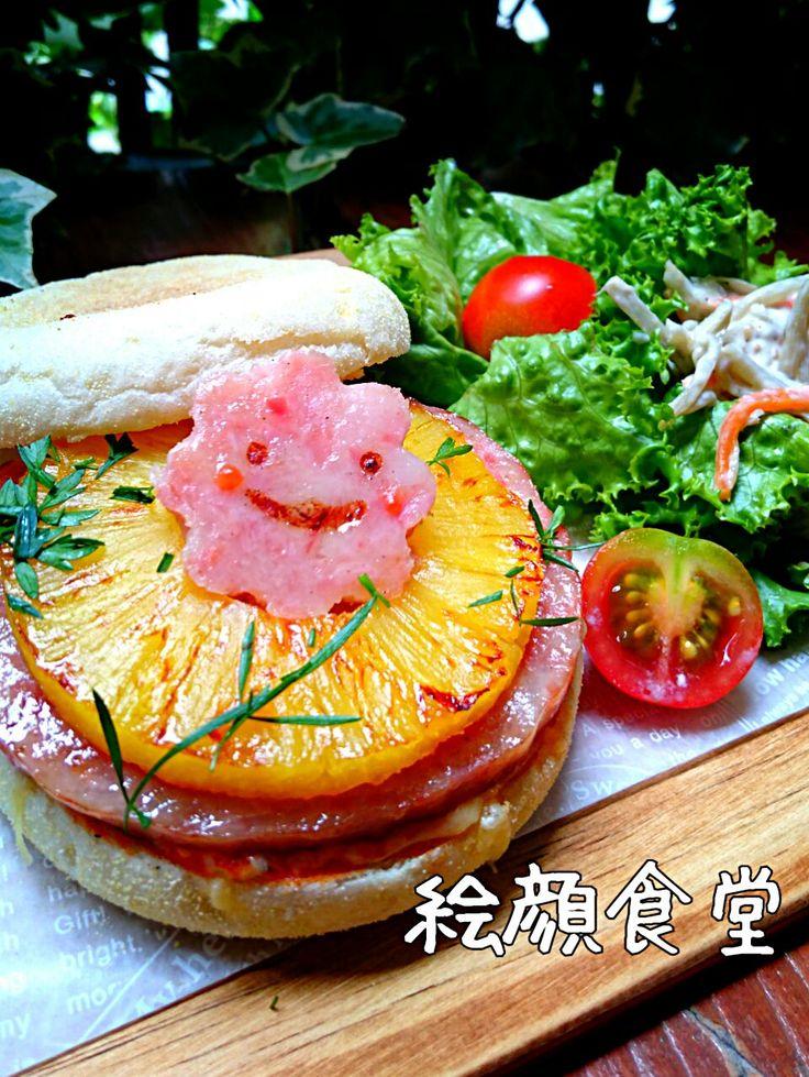 絵顔食堂's dish photo うさかめさんのLove ハワイアンピザトースト | http://snapdish.co #SnapDish #レシピ #お昼ご飯 #キャラクター #パイナップルの日(8月17日) #ハムの日(8月6日) #ハワイ料理