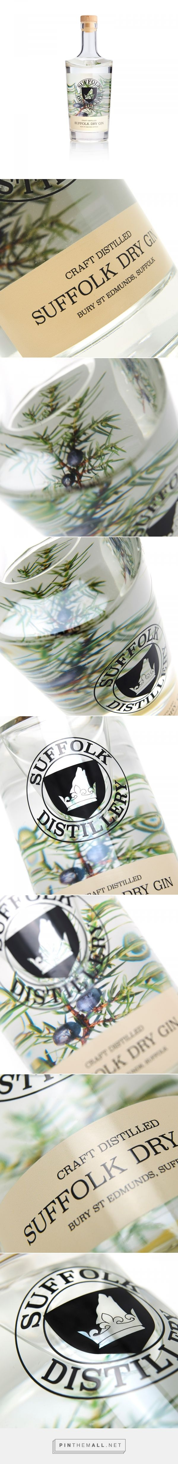 Suffolk Dry Gin - Packaging of the World - Creative Package Design Gallery - http://www.packagingoftheworld.com/2017/11/suffolk-dry-gin.html
